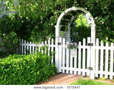 white picket garden fence 3